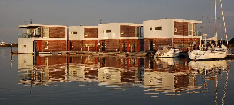 floating houses at Kröslin port